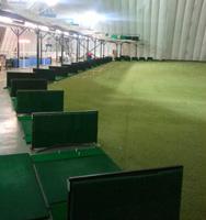 champ de pratique de golf à l'intérieur